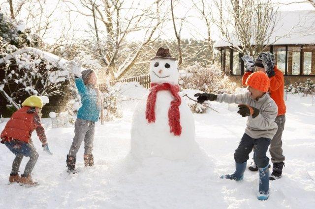 Nieve, Niños, juegos de invierno, muñeco de nieve, frío, nevar