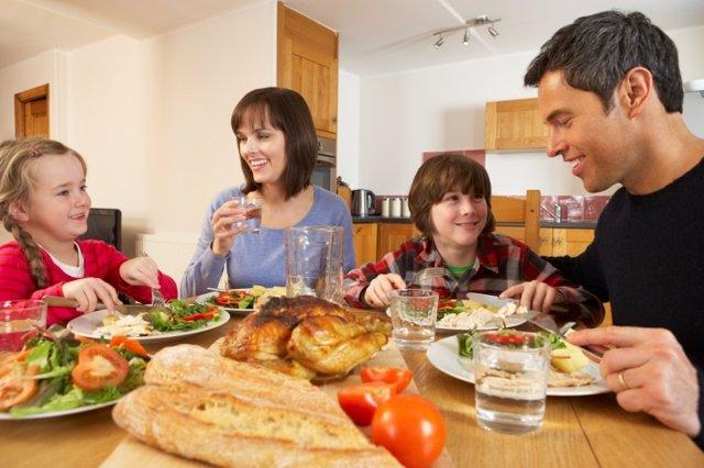 Falsos mitos sobre la alimentación, comida familiar