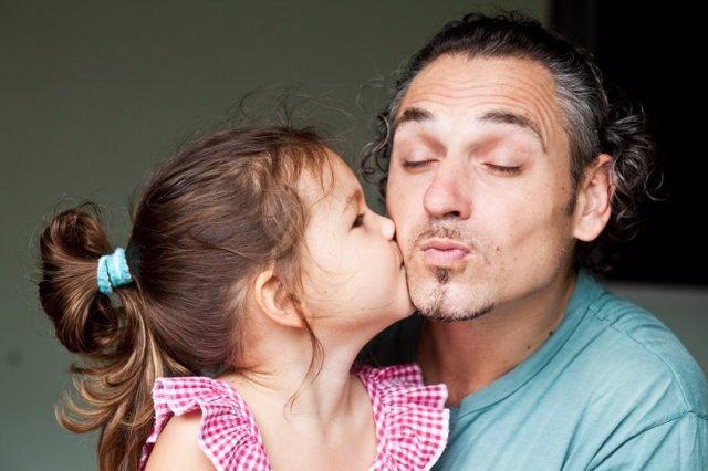 Padres, papá, Día del Padre, beso hija