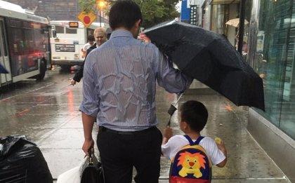 El amor de un padre a su hijo, en una sola foto