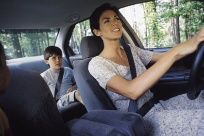 Los niños que midan menos de 1,35 metros no podrán viajar en el asiento delantero del coche