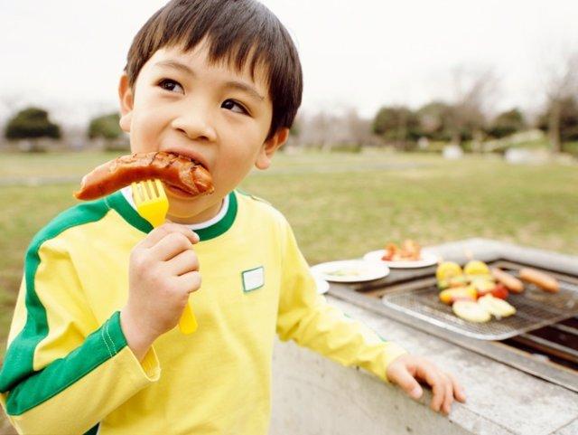 Los niños deben seguir comiendo carne