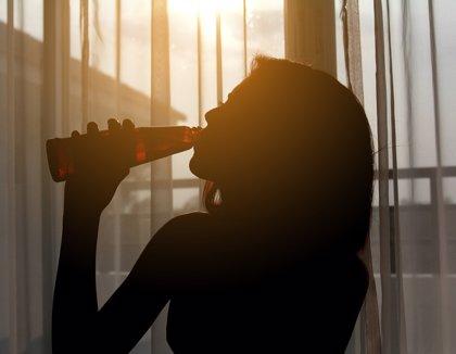 Más del 40% de los jóvenes cree que compensa emborracharse a pesar de los peligros