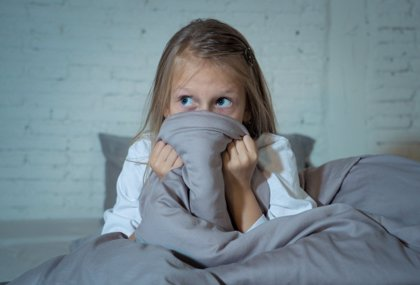 El miedo a la oscuridad de los niños: ideas para superarlo