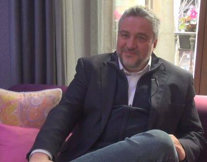 """Entrevista a Álex Rovira: """"Es muy importante que la pareja siga siendo pareja, aunque sean padre y madre"""""""