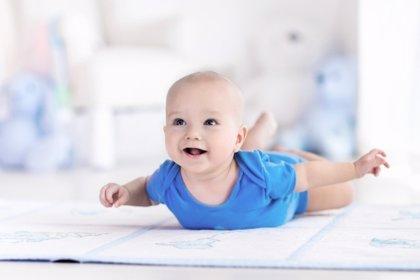 Mi bebé no gatea... ¿debe preocuparme su retraso madurativo?