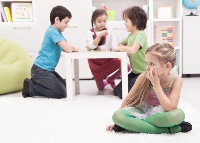 Cómo se comportan los niños tímidos en el cole y cómo se les puede ayudar