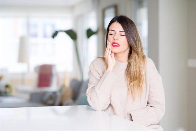 Las mujeres sienten dolor con más frecuencia e intensidad que los hombres