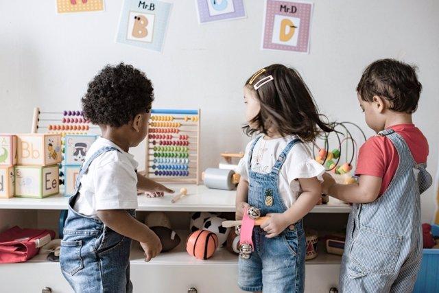 Cómo enseñar a los niños de 3 años a relacionarse con sus amigos
