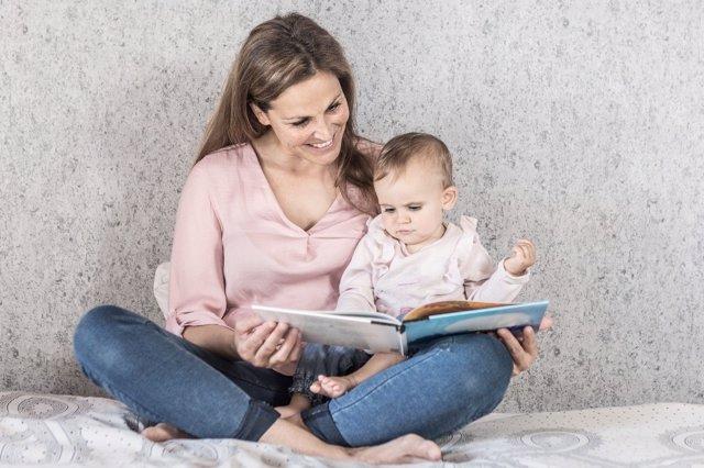 Merece la pena leer con los niños, aunque todavía no hayan aprendido a leer