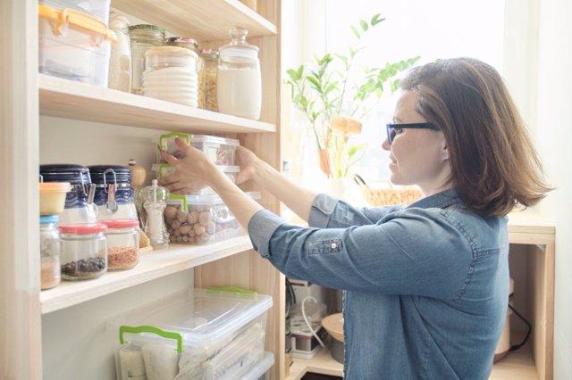 Para evitar supermercados vacíos, organiza tu despensa con el método Marie Kondo
