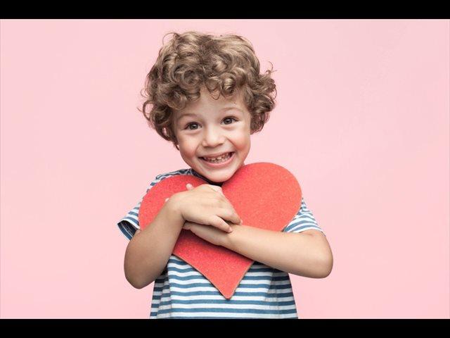 El altruismo aparece en niños a edades tempranas, según este estudio