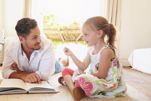 Las ventajas y beneficios de leer en voz alta a los niños