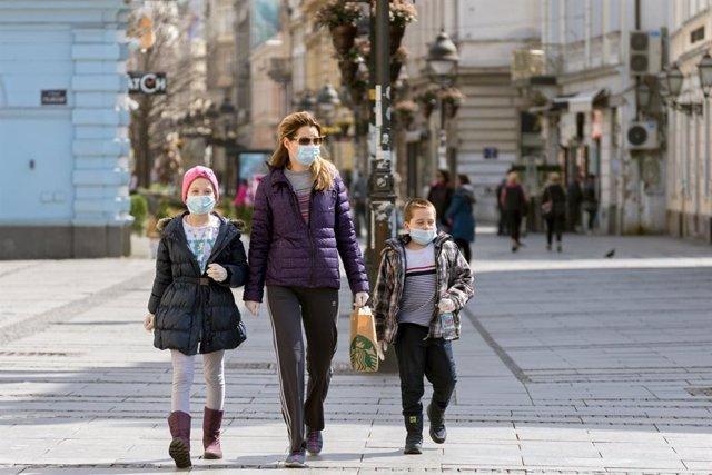 Guía rápida para salir con los niños a la calle durante la cuarentena