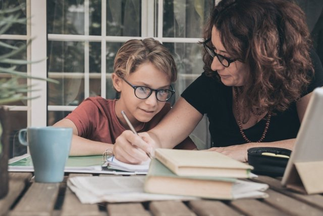 Cómo apoyar a tus hijos en sus estudios durante el confinamiento