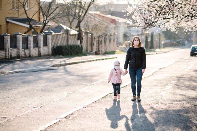 Paseo con niños durante la pandemia de coronavirus