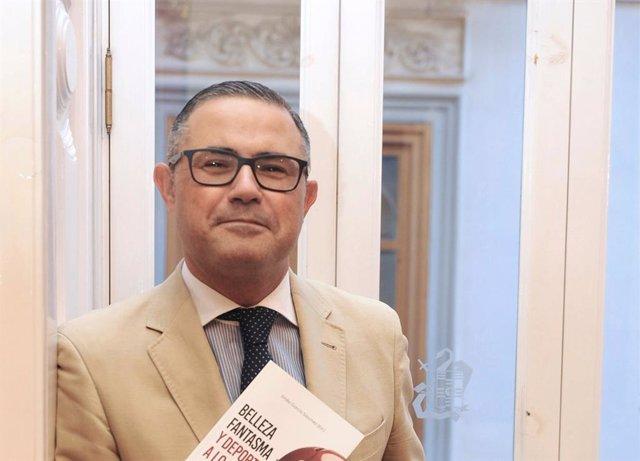 Entrevistamos al autor del libro Belleza fantasma y deporte a lo loco, Emilio García-Sánchez