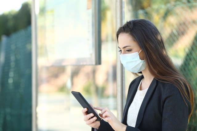 El confinamiento agrava las enfermedades que ocasiona el abuso del móvil