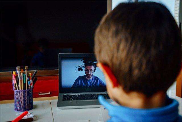 La brecha digital se hace notar entre profesores y alumnos durante el confinamiento.