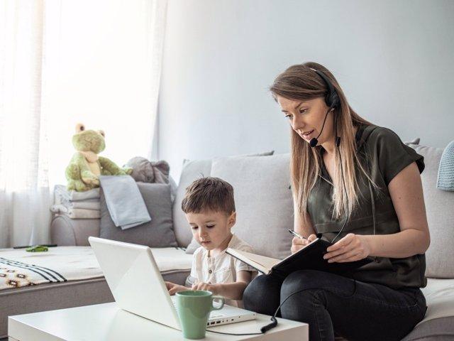 Consejos para que las madres teletrabajadoras recuperen energía