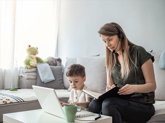 Madres teletrabajadoras: cómo recuperar fuerza y energía