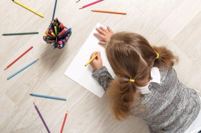 Ideas para que los niños zurdos se acostumbren a vivir en un mundo de diestros