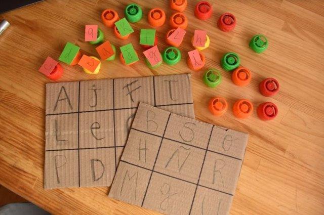 Manualidades educativas para niños: Bingo de letras. A partir de 4 años.