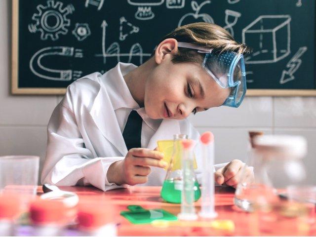 Juegos para estimular su inteligencia científica
