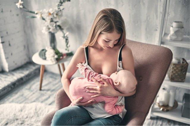 OMS y UNICEF recuerdan la importancia de los programas de información sobre la lactancia en mujeres.