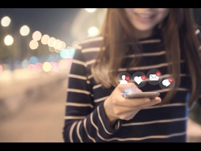Los jóvenes, ¿son adictos a las redes sociales y al móvil?