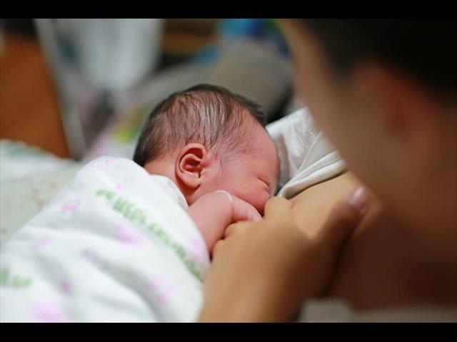 Apostar por la lactancia materna potencia el desarrollo neuronal del recién nacido