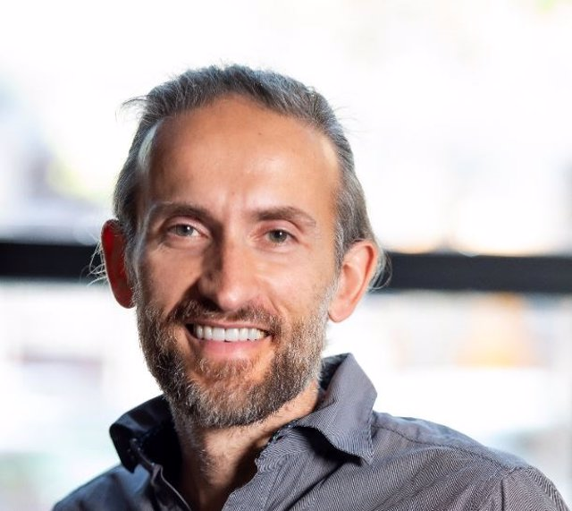 Entrevistamos a José Antonio López Moreno en el Día Mundial de la Sonrisa