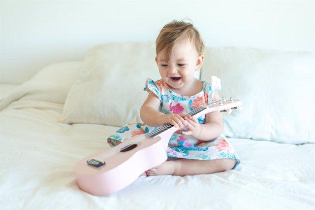 Actividades y estimulación para bebés: música a partir de un mes