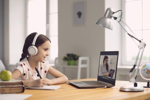 ¿Tus Hijos Estudian Con Videos? ¿Por Qué Prefieren 10 Minutos De Videos A Leer 50 Páginas?