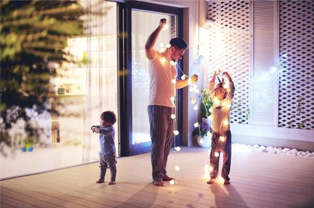 El ambiente familiar juega un papel muy importante en el desarrollo de la felicidad en el hogar.
