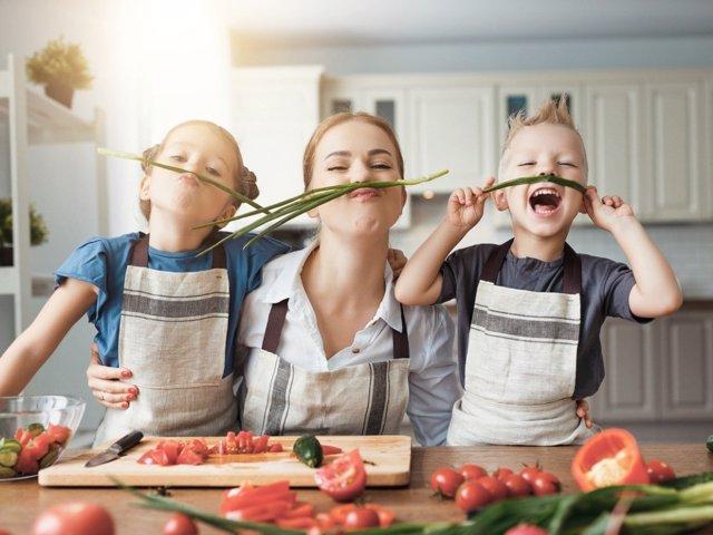 Así beneficia crecer con sentido del humor a los niños