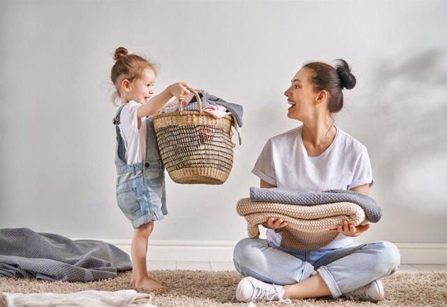Las tareas domésticas y el cuidado de los hijos sigue siendo cosa de mujeres también en la pandemia