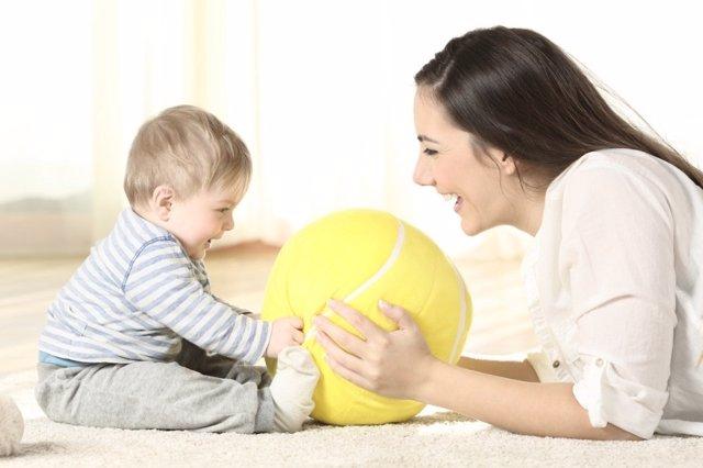 Juegos y juguetes para bebés de hasta 12 meses