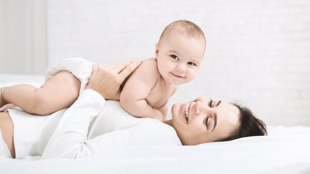 Descubre todas las ayudas que facilitan la maternidad en España.
