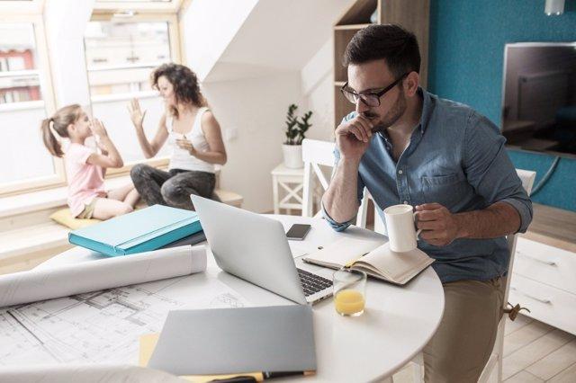Con el teletrabajo se trabaja más horas en casa que en la oficina