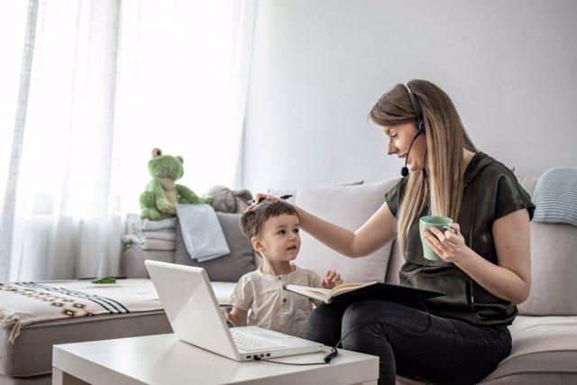 Los malabarismos laborales de las familias para salir adelante