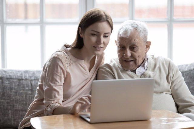 Prepárate mentalmente para cuidar a las personas mayores,