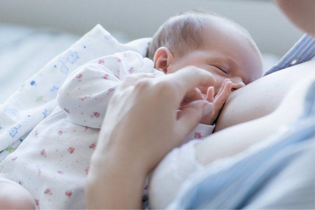 La ciencia encuentra el motivo detrás de la activación inmunitaria tras recibir el pecho.