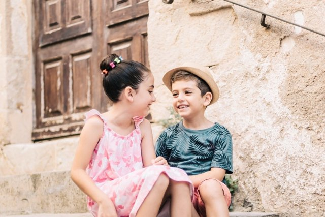 La importancia de que los niños sigan riendo