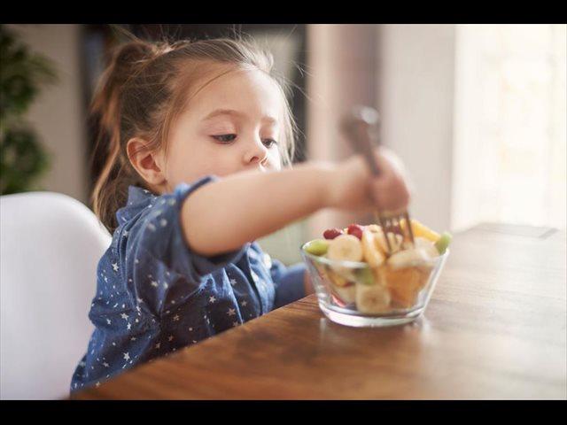 Cómo fomentar que los niños coman fruta
