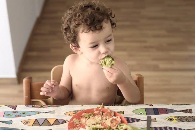 Alimentos para tu bebé: lo que puede comer con sus manos