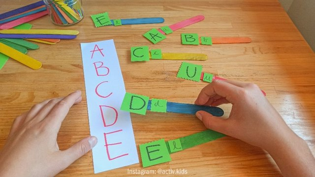 Aprender a relacionar las letras mayúsculas con las minúsculas
