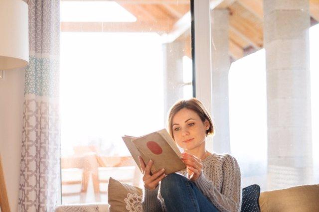 Disfruta del placer de leer cuidado tu visión al mismo tiempo