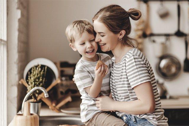Un abrazo es mucho más que un contacto físico entre madre e hijo.