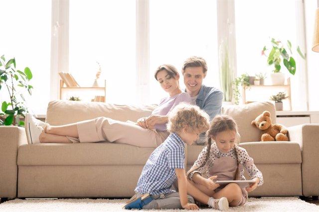 Archivo - Así son los padres de hoy en día